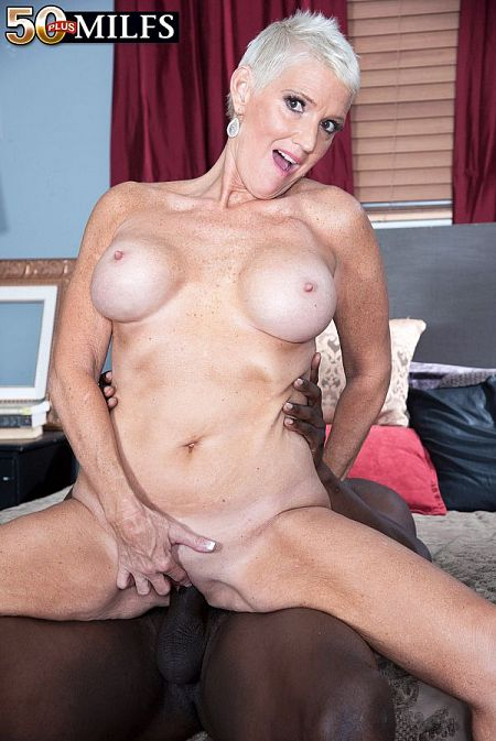 Lexy fucks a BBC and conducts an experiment in cum