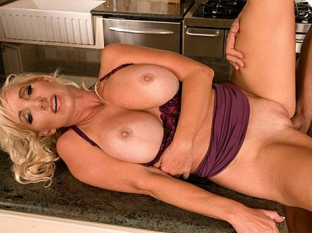Kitchen sex with a Swedish MILF