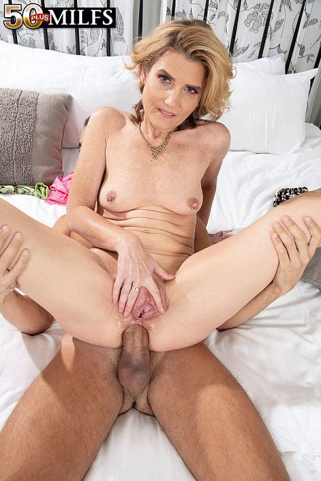 A big cock for the little lady's ass